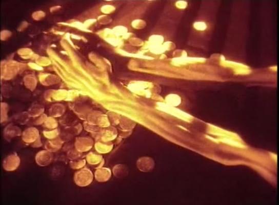 """Le mani scheletriche di """"Greed"""" (Eric Von Stroheim, 1924), simbolo di rapacità"""